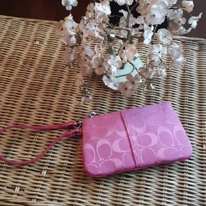 EUC AUTHENTIC COACH SMALL PINK WRISTLET